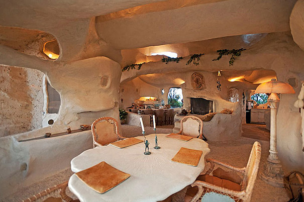 5-AD-Dick-Clarks-Flintstones-Inspired-Home-USA-03