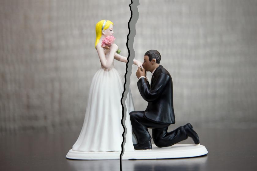 Skyrybos vieno sutuoktinio prasymu