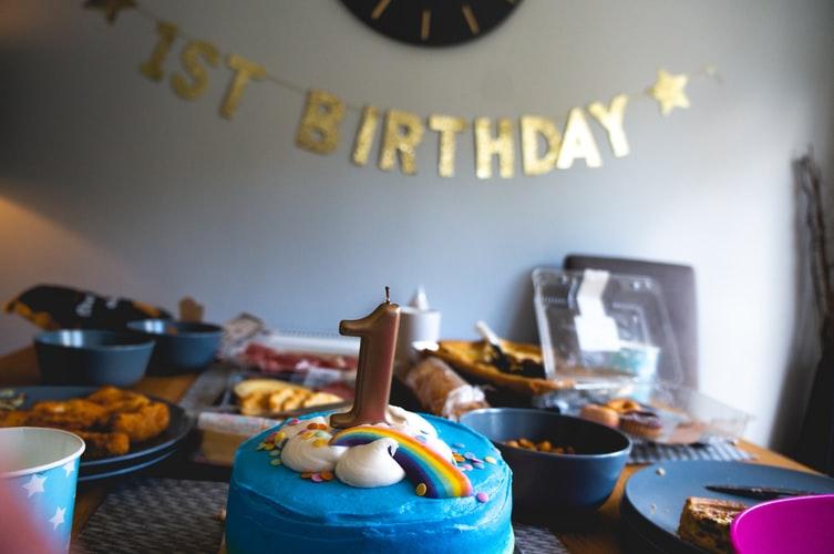 gimtadienis žaidimų kambaryje